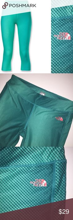 """The North Face Pulse Capri leggings 🦖 Sz Large Like new! The North Face Pulse Style Capri length activewear leggings. Color is """"billiard green"""" 🎱 and pattern is like a digital ombré. Orange logo printed on left hip. Size Large. Bundle up and make a nice deal for yourself! The North Face Pants Capris"""