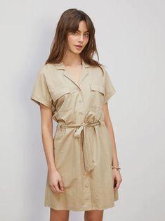 Lys beige Service tie-belt dress   Dame   Kjoler på BikBok.com Belt Tying, Summer Looks, Dresser, Short Dresses, Short Sleeves, Beige, Shorts, Fashion, Necklaces