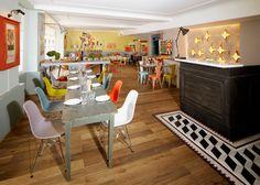 Un espacio jovial y relajante con referentes culturales italianos es uno de los últimos proyectos del estudio de arquitectura de Julia Christ, Caffè Bellini. El bar y restaurante italiano situado en el edificio del siglo XVIII en el centro históri