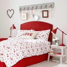 Quarto Casal na cor vermelha  Um quarto de casal decorado na cor vermelha inspira paixão.