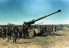 Howitzer centered among some troops Once Were Warriors, South African Air Force, Troops, Soldiers, World Conflicts, Army Day, Battle Rifle, Brothers In Arms, Defence Force