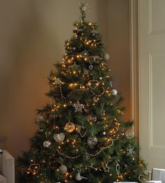 SEASONAL – CHRISTMAS – at the white company christmas, tree is decorated for the holiday.