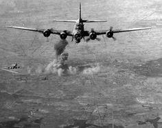 amerikai bombázása 1944-ben. Ww2 Aircraft, Military Aircraft, Tiger Ii, Ww2 Planes, Military Equipment, World War Ii, Hungary, Wwii, Fighter Jets