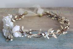 Corona di fiori, copricapo da sposa, diadema, capelli fiore - COLE - da DeLoop, avorio, bianco di deLoop su Etsy https://www.etsy.com/it/listing/230634286/corona-di-fiori-copricapo-da-sposa