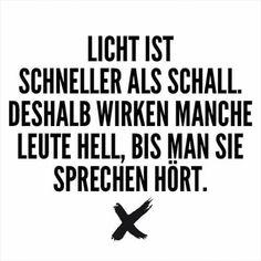 Licht ist schneller als Schall. Deshalb wirken manche Leute hell, bis man sie sprechen hört.