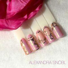 #nailart #diamond #effect #instanail #moyra #foil #handpaint #nail #gelpolish #gel #supershine Foil Nails, Gel Polish, Finger, Nail Art, Fancy, Hand Painted, Diamond, Instagram Posts, Classy