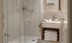 Helles, modernes Duschbad zum Wohlfühlen
