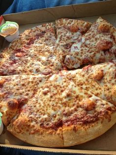 Find images and videos about food, delicious and pizza on We Heart It - the app to get lost in what you love. Think Food, I Love Food, Good Food, Yummy Food, Tasty, Sleepover Food, Junk Food Snacks, Food Goals, Aesthetic Food