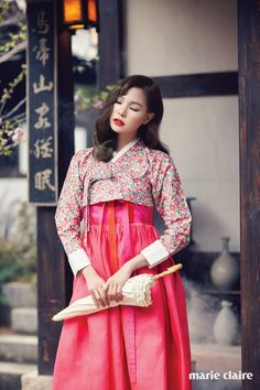 Haeohwa, a flower that understands words, is expressed in a modern hanbok photoshoot designed by Tchai Kim Young Jin is shared with Marie Claire Korea. Korean Fashion Tomboy, Korean Fashion Winter, Korean Fashion Dress, Korean Dress, Ethnic Fashion, Japanese Fashion, Asian Fashion, Fashion Photo, Korean Traditional Dress