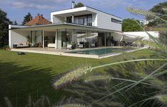 Tolles Design zu einem vernünftigen Preis: Homestory aus dem Haus, das mit Fliesen designt wurde Style At Home, Mansions, Lifestyle, House Styles, Design, Home Decor, Tile, Architecture, Homes