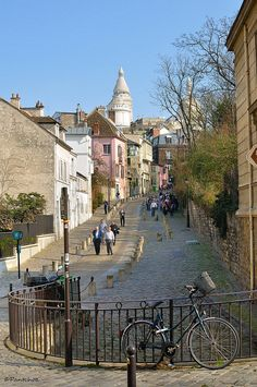 Paris Montmartre #travel #awesome places +++For more background images, visit http://www.hot-lyts.com/