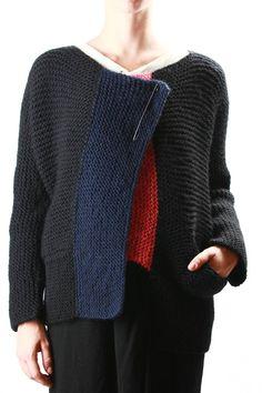 For inspiration: Daniela Gregis - hand knit garter stitch chunky jacket in black… Diy Crochet And Knitting, Knitting Wool, Hand Knitting, Knitting Designs, Knitting Patterns, Only Cardigan, Garter Stitch, Crochet Fashion, Knitwear