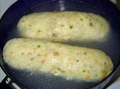 """Houskové knedlíky snadno a rychle?• Houskový knedlík, který se povede. • Při vaření knedlíků se nečte. • Houskový knedlík bez kynutí.• Knedlík chlebový, celozrnný, špaldový. • Houskový knedlík s kypřícím práškem • Knedlík sbylinkami. • Osvědčený recept na knedlík. • Jak uvařit knedlík vparním hrnci. • Že knedlík nevykyne nebo se po uvaření srazí vkaučukový pendrek? Při vaření houskový knedlíkpopraská, rozpadne se nebo má po vytažení centimetrový rozvařený """"ráfek"""" ? Nabízím své…"""