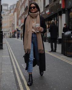 winter outfits cold Pair perfect denim with soft k - winteroutfits Winter Outfits For Teen Girls, Winter Fashion Outfits, Fall Winter Outfits, Autumn Winter Fashion, Look Winter, Black Winter Coat, Autumn Style, Spring Outfits, Mode Outfits