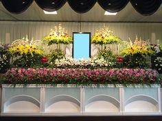 洋花祭壇 Beautiful Flower Arrangements, Beautiful Flowers, Buddha Flower, Funeral, Plants, February, Table, Ideas, Events