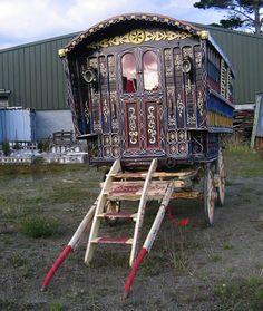 Gypsy Caravan, Gypsy caravans, Gypsy Waggons and Vardos: Features and Articles - Caravan,Caravan World,Caravan Travel. Gypsy Trailer, Gypsy Caravan, Gypsy Wagon, Gypsy Life, Gypsy Soul, Boho Gypsy, Emo, Shepherds Hut, Covered Wagon