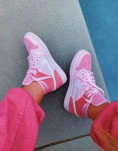 Sneaker Outfits, Converse Sneaker, Puma Sneaker, Cute Sneakers, Sneakers Mode, Sneakers Fashion, Fashion Shoes, Shoes Sneakers, Nike Fashion