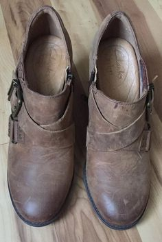 Clarks Womens Shoes Loafers Heels Buckle Distressed Brown Leather Size 6.5m g7 Women's Shoes