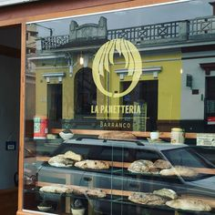 """Lo nuevo y lo viejo se funden #lima #barranco #Peru #panaderia #panetteria #streetphotoperu #streetphotography #bakery #pan"""