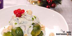 Coles de Bruselas con queso azul avellanas y pasas