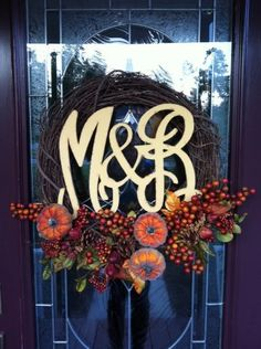 Wreath monogram from Initial Outfitters. www.initialoutfitters.net/lesahensley