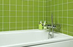 grüne Fliesen , grüno metro fliesen, subway tiles  Im Badezimmer die Fliesen streichen - Tipps.Fliesen im Badezimmer, die ihre Funktion noch erfüllen, aber deren Farbe nicht mehr dem aktuellen Trend entspricht, lassen sich einfach überstreichen.