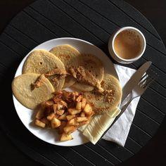 Depois de passar o dia com fome/vontade de comer era mesmo disto que precisava   Panquecas de aveia de baunilha  Manteiga de amendoim Queijo Café #eusouwh #3porsemana #coffee #pancakes #maispertoqueontem #missfitteam #carmo_rs #sagafit #sagafitpt #fitnessportugal #portugalgetfit #fitness #fit #fitfam #fitspo #healthy #healthyfood #healthyliving #comerlimpo #eatclean #foodporn #oatmeal #instapic #instafood #instamood #rain #winter #cold #juntossomosmaisfit ( # @carolina_sampaiop)