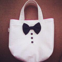 蝶ネクタイ風のリボンがついた小さめのトートバッグ。|ハンドメイド、手作り、手仕事品の通販・販売・購入ならCreema。