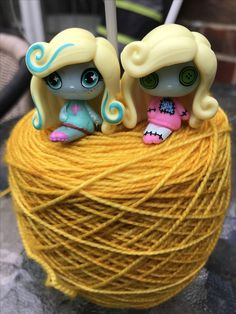 MH Lagoona Minis helping with the knitting project