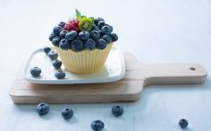 Mangojäädyke Bavarois Panna Cotta, Berries, Mango, Pudding, Sweet, Ethnic Recipes, Desserts, Kitchen, Bavarian Cream