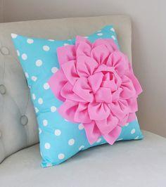 Azul de almohadas almohadas de lunares azul azul por bedbuggs