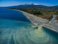 Vulcano Etna e foce del fiume Alcantara nella spiaggia di San Marco, Sicily. Photo Credit : Stefano Pannucci