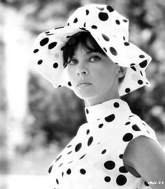 Leslie Caron, looking amazing.