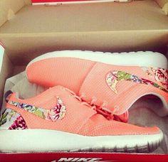 best sneakers 0559b b4b9b Zapatillas, Nike Floral, Zapatillas Nike Lindas, Zapatillas Para Correr Nike  Para Mujeres, Calzado Nike Gratis, Nike Para Mujer, Zapatos Baratos, ...