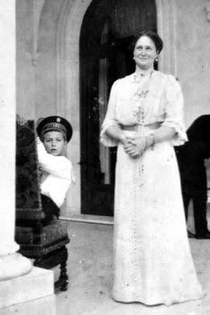 Nicolás Romanov, con su madre la zarina Alexandra.
