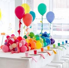 A Rainbow Baby Shower and Video (Oh Happy Day!) A Rainbow Baby Shower and Video Birthday Table, Elmo Birthday, Rainbow Birthday, First Birthday Parties, Rainbow Baby, Party Fiesta, Festa Party, Fete Shopkins, Kids Party Tables