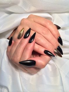 Black and gold stiletto nails. By Alex Freeland  perfect shape