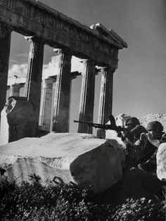 Dmitri Kessel, Brittish paras dug in by the side of the Parthenon. December 1944 the -arguably- Churchill orchestrated civil war has begun. Greek History, World History, World War Ii, Paratrooper, Luftwaffe, Churchill, Parthenon Athens, Military Branches, Iwo Jima