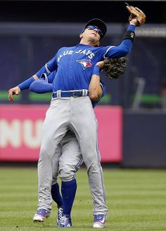 Troy Tulowitzki of the Toronto Blue Jays collides with center fielder Kevin Pillar at Yankee Stadium. Mlb Teams, Sports Teams, 50 Shades, Shades Of Blue, Kevin Pillar, Troy Tulowitzki, Mlb Players, Yankee Stadium, Toronto Blue Jays