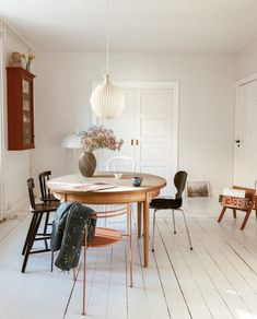 Ombygning part II: Soveværelse inspiration - TRINESBLEND Interior Styling, Interior Decorating, Interior Design, Dining Room Inspiration, Interior Inspiration, Piece A Vivre, Modern Kitchen Design, Home And Living, Sweet Home