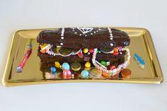 une recette de gateau en forme de coffre au tresor Pirate Birthday, 3rd Birthday, Pudding, Desserts, Recipes, Images, Ideas, Food For Kids, Kuchen