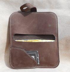 Blague à tabac en cuir marron homme femme steampunk Crea Cuir, Leather Wallet Pattern, Moustache, Leather Bag, Wallets, Satchel, Quotes, Accessories, Wallet