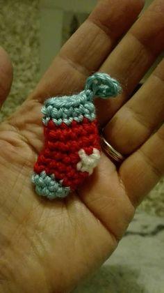 Mini meia de Natal amigurami