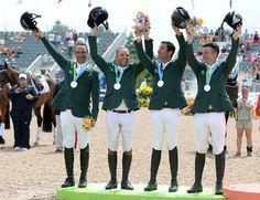 A equipe brasileira de Hipismo conquistou três medalhas nos Jogos Pan-Americanos de 2015, realizados em Toronto, no Canadá. Confira o pódio, aqui na www.flashesefatos.com.br