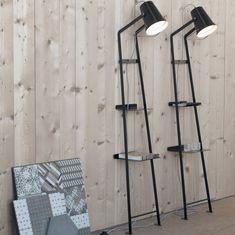 Alfred Sobre et moderne, le lampadaire Alfred est entièrement réalisé en métal laqué. Son design industriel apportera une touche d'originalité dans un salon, une chambre ou un bureau.