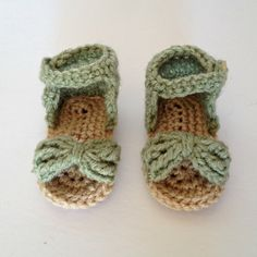 Crocheted, Green & Tan, Baby Sandals. (0-3 mo)