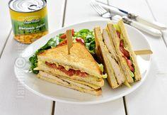 Reteta de sandwich cu pui si porumb este prima la care ma gandesc atunci cand vreau sa prepar ceva rapid, gustos si mai ales cand vreau sa iau ceva...
