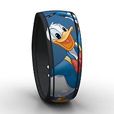 Mickey & Friends are now available in Magic Band form on the Disney Store. Unlock the magic of Walt Disney World Resort wearing Mickey & Friends autographed MagicBands. Disney Duck, Disney Love, Disney Parks, Walt Disney, New Magic Bands, Disney Magic Bands, Disney Insider, Disney Ornaments, Disney Merchandise