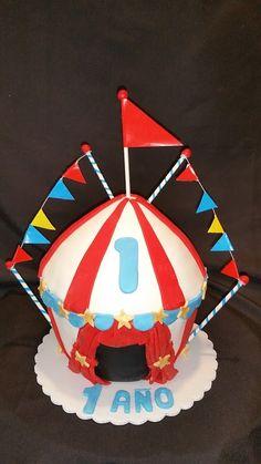 Circus Giant Cupcake! & Carnaval circus tent - Made from the large cupcake pan | Birthday ...