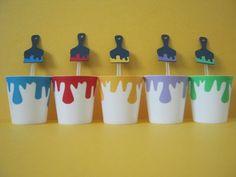 Que tal enfeitar a festa do seu filho com esse copinho de brigadeiro? <br>Original, diferente e colorido, eles fazem a alegria da criançada, pois além de gostarem desse tipo de brigadeiro, elas adoram brincar com os pincéis (colher) e as tintas (copinho). <br>Podemos confeccioná-lo em várias cores e temas, consulte-nos.